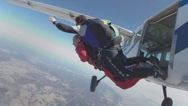 Saut en parachute's Thumbnail